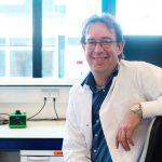 Dr. Robert Vries